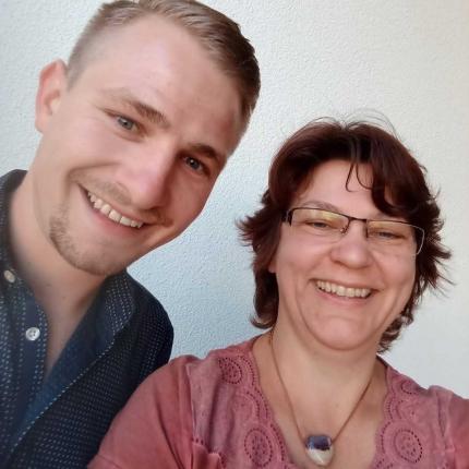 Portrait-Foto: Selfie von Maxi Wegmaier und Elisabeth Gralka