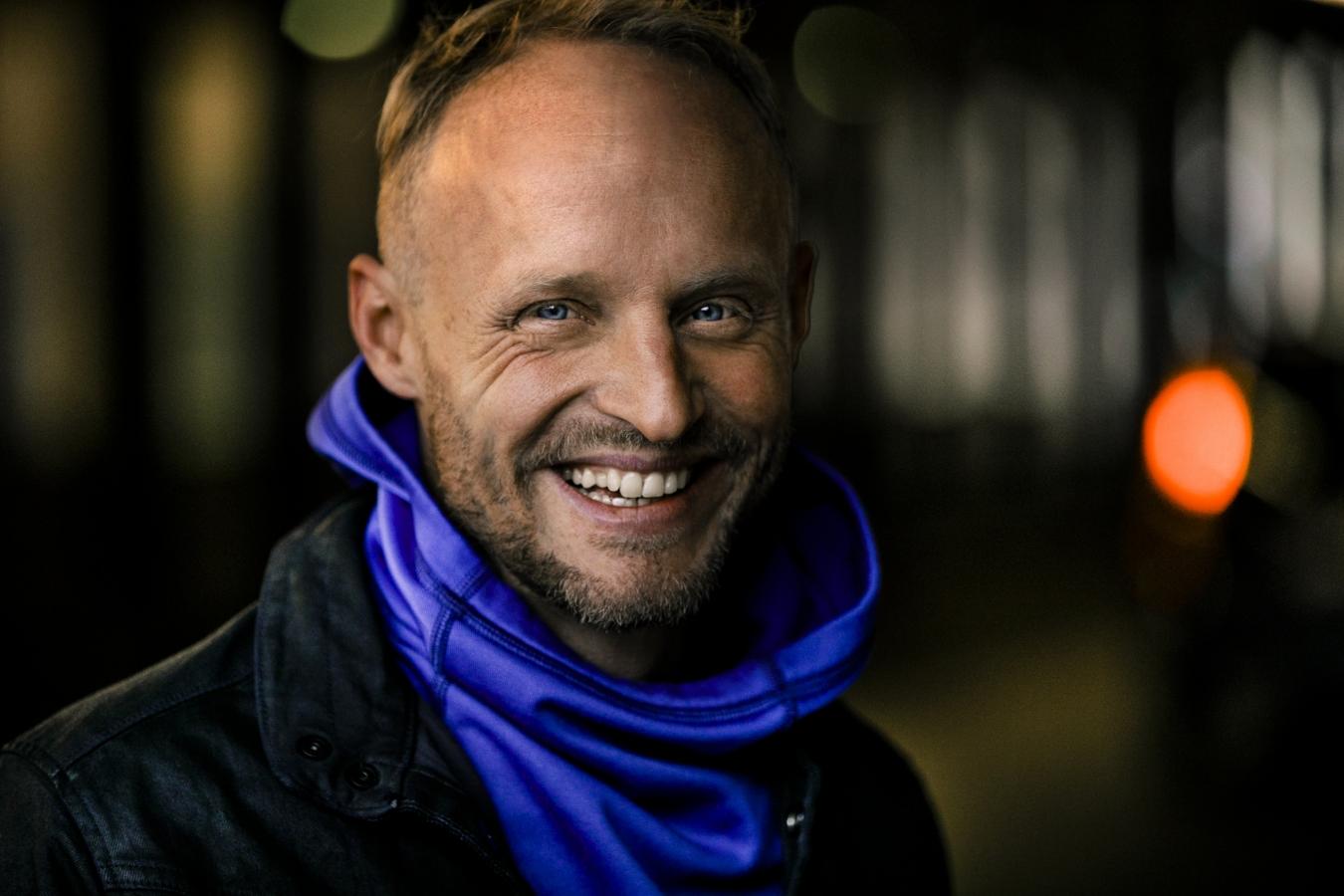 Florian Brückner im Portrait, lächelnd.